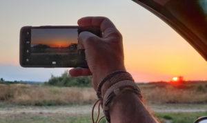 Réalisation d'un film de voyage à partir de vos vidéos et photos. Les films du Chat Roux créent un film à votre image que vous filmiez avec votre smartphone ou avec une caméra.